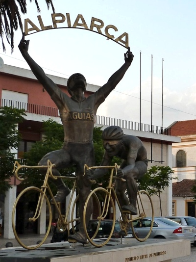Alpiarca cyclists statue