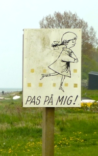 Pas Pa Mig - Danish Children Playing sign