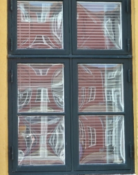 Ribe curved glass window