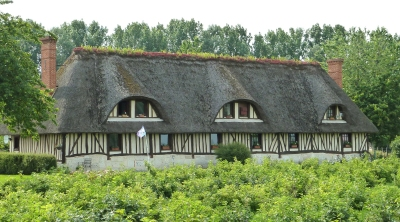 Thatched farmhouse at Heurteauville