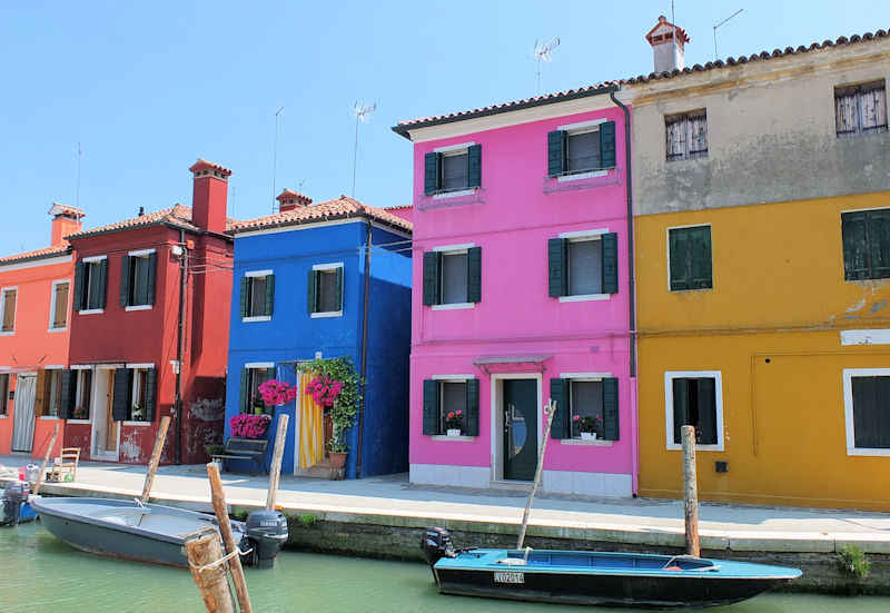 Burano canal and colourful houses