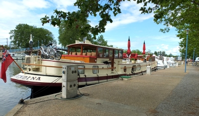 Homps marina on Canal du Midi