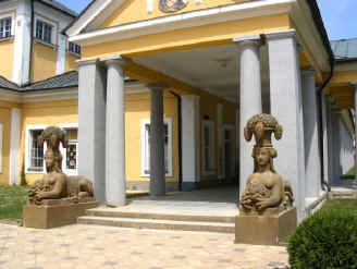 Frantiskovy Lazne colonnade and statues