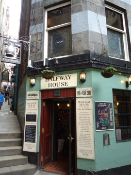 Edinburgh - Halfway House smallest pub