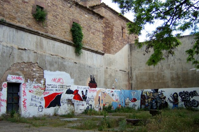 Ruestes graffiti covered walls